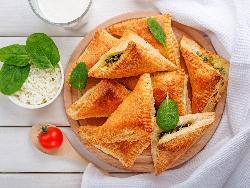 Бутер банички със спанак, сирене и ориз - снимка на рецептата